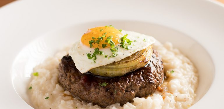 Risotto burger with grilled onion